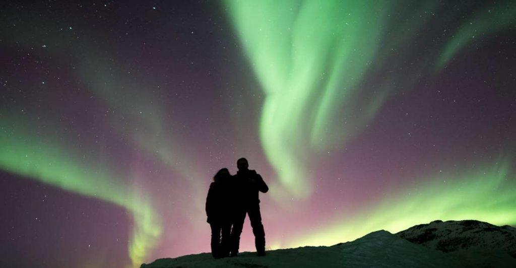romantic photoshoot northern lights